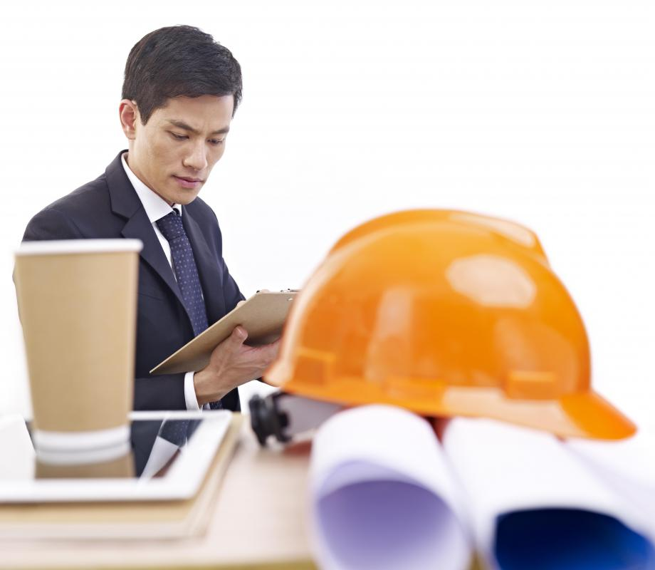 Planning engineers create plans and schedules during the development phase of a project.