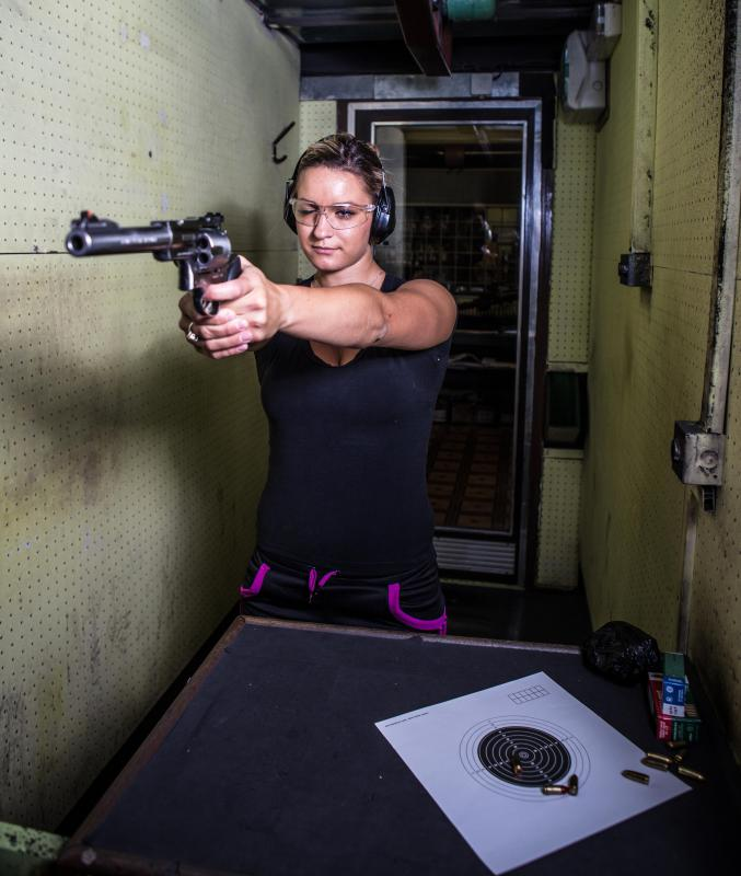 Undercover detectives typically receive training on how to handle and fire hand guns.